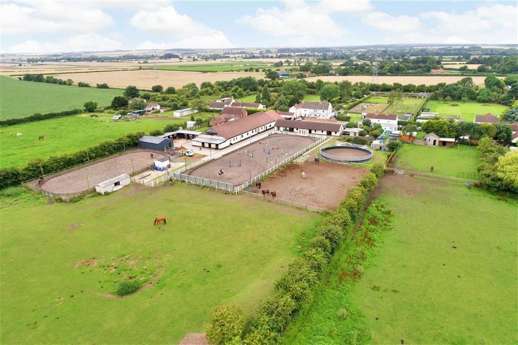 4 Bedrooms Equestrian Facility Character Property for sale in Cottagers Plot, Laceby, Grimsby, Lincolnshire