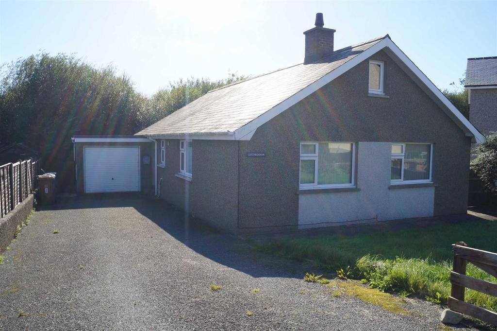 3 Bedrooms Detached Bungalow for sale in Cae Capel, Chwilog