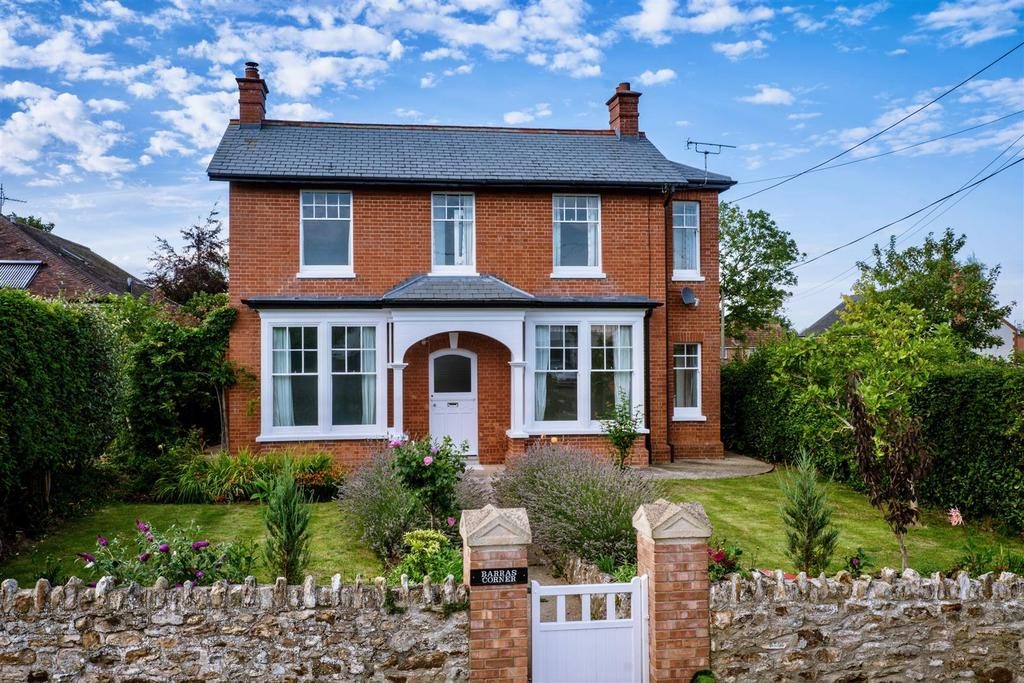 4 Bedrooms Detached House for sale in Amberd Lane, Trull