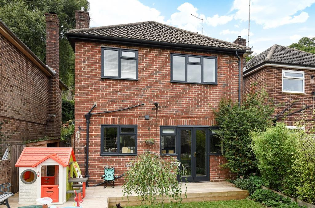 3 Bedrooms Detached House for sale in Cherry Tree Avenue, Haslemere, GU27