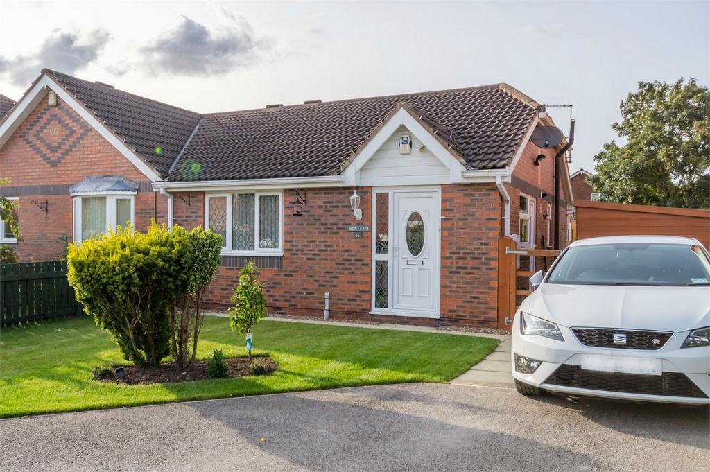 2 Bedrooms Semi Detached Bungalow for sale in 16 Cherry Tree Court, Barlby, Selby, North Yorkshire