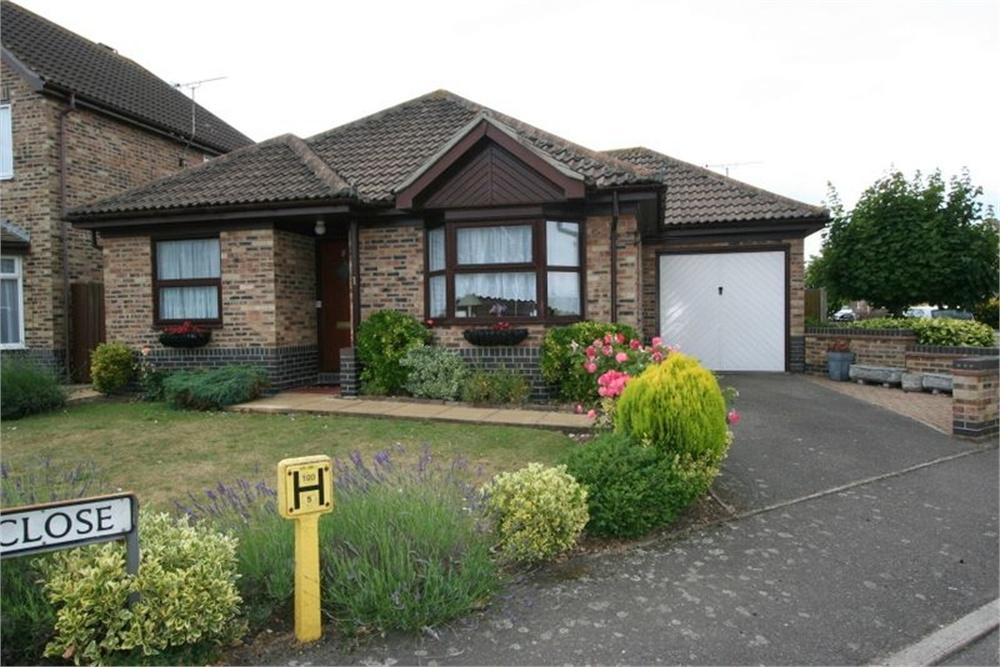2 Bedrooms Detached Bungalow for sale in Avocet Close, FRINTON-ON-SEA, Essex