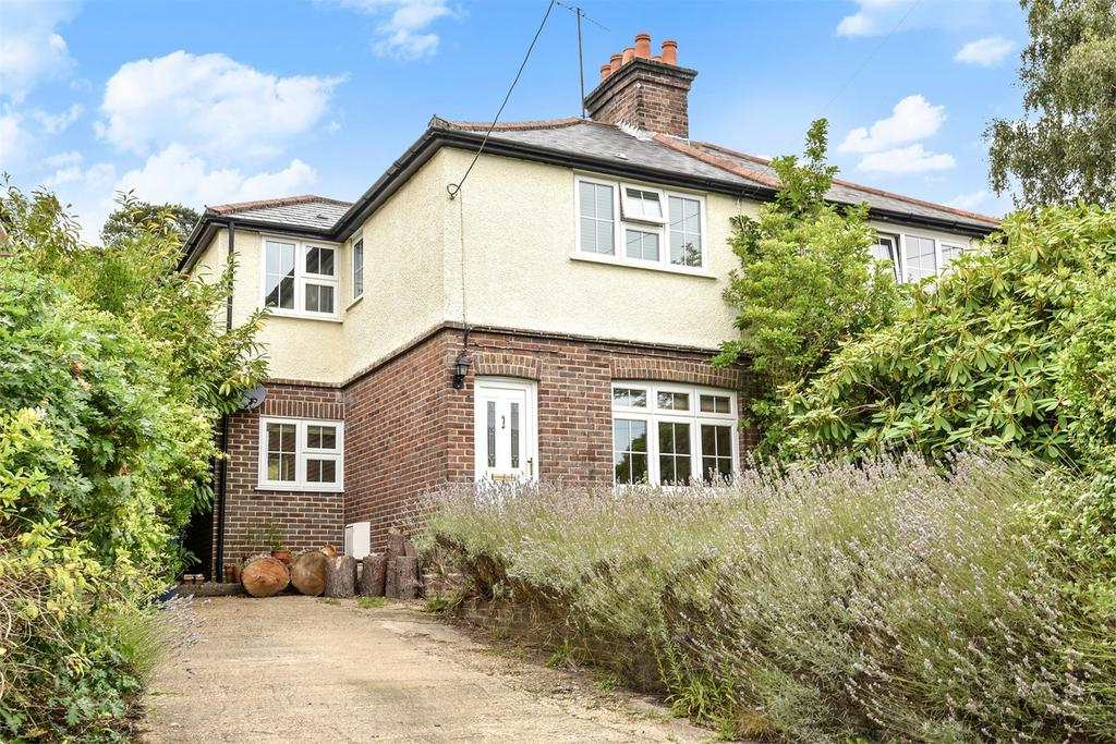 3 Bedrooms Semi Detached House for sale in Lower Bourne, Farnham, Surrey