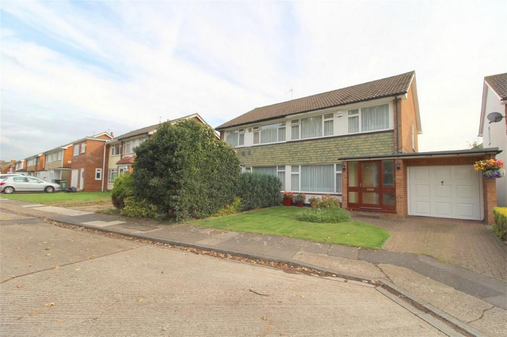 3 Bedrooms Semi Detached House for sale in Russell Drive, Stanwell Village, Middlesex