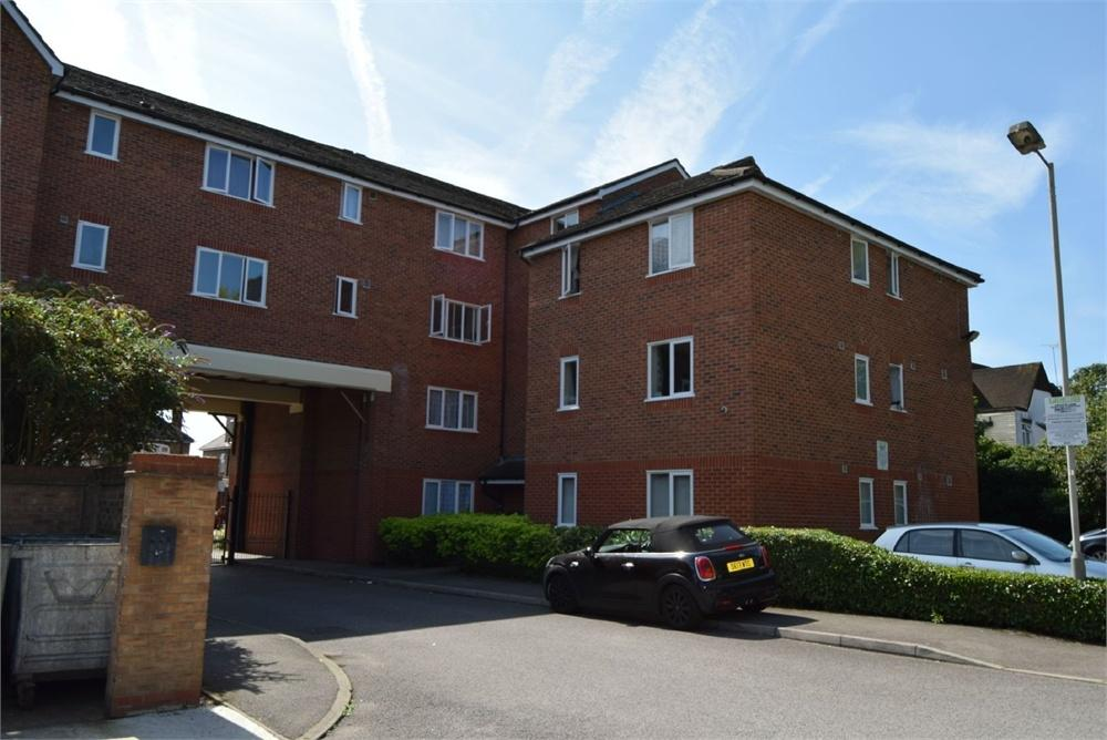 1 Bedroom Flat for sale in Richens Close, Hounslow, Greater London