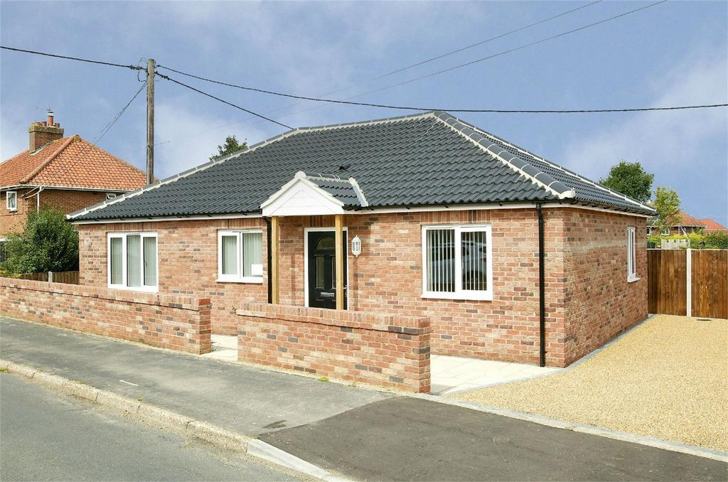 2 Bedrooms Detached Bungalow for sale in Park Close, Wymondham, Norfolk