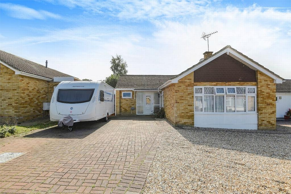 3 Bedrooms Detached Bungalow for sale in Frimley, Camberley, Surrey