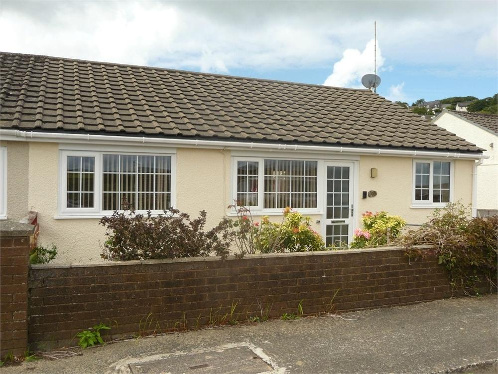 2 Bedrooms Semi Detached Bungalow for sale in 9 Seaview Crescent, Goodwick, Pembrokeshire