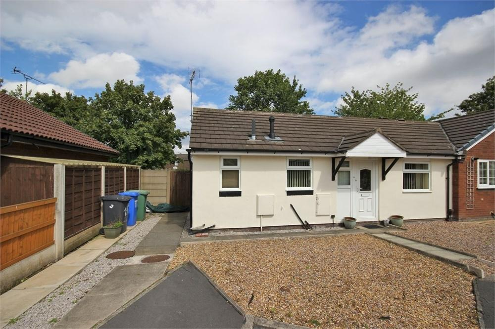 2 Bedrooms Semi Detached Bungalow for sale in Lamport Close, WIDNES, Cheshire