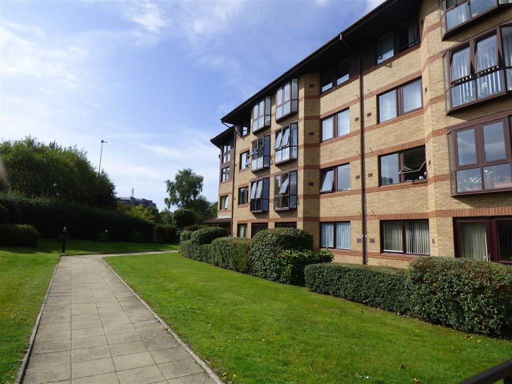 1 Bedroom Retirement Property for sale in Lansdowne Gardens, Dean Park, Bournemouth, Dorset, BH1