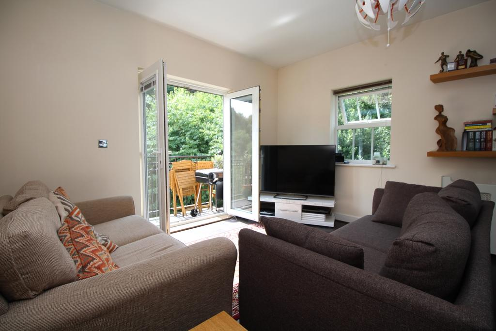 2 Bedrooms Flat for sale in Empire Walk Greenhithe DA9