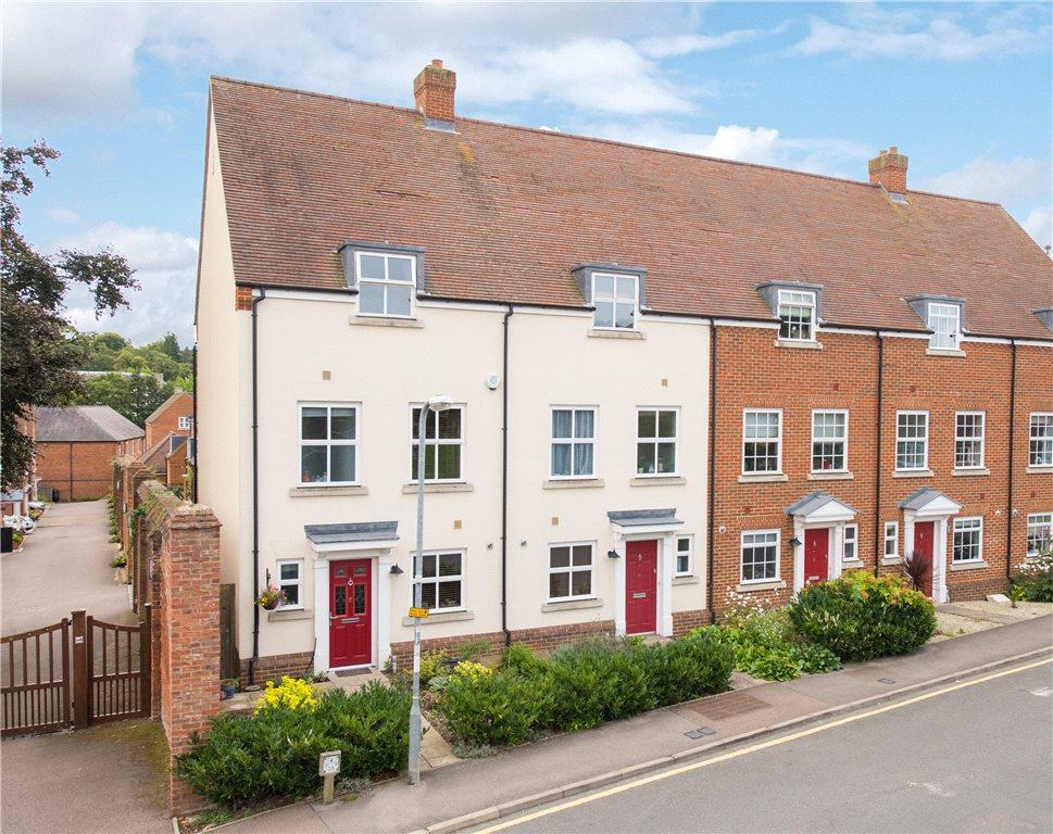 4 Bedrooms Terraced House for sale in Kitchen Garden Court, Hitchin, Hertfordshire