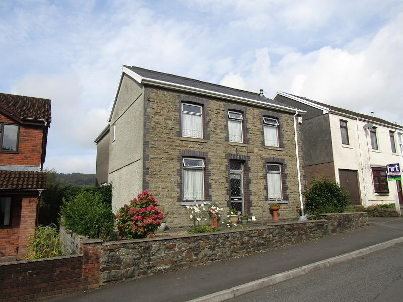4 Bedrooms Detached House for sale in Main Road, Bryncoch, Neath, Neath Port Talbot.