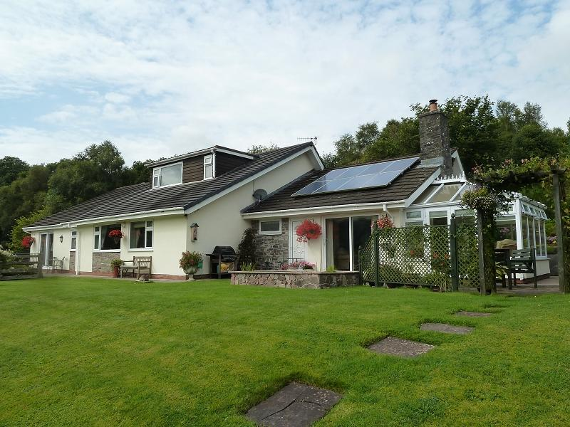 4 Bedrooms Bungalow for sale in Trallong, Brecon, Powys.