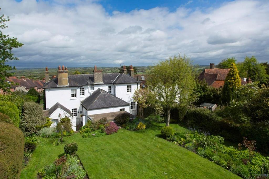 4 Bedrooms Detached House for sale in Burwash, Etchingham, East Sussex. TN19