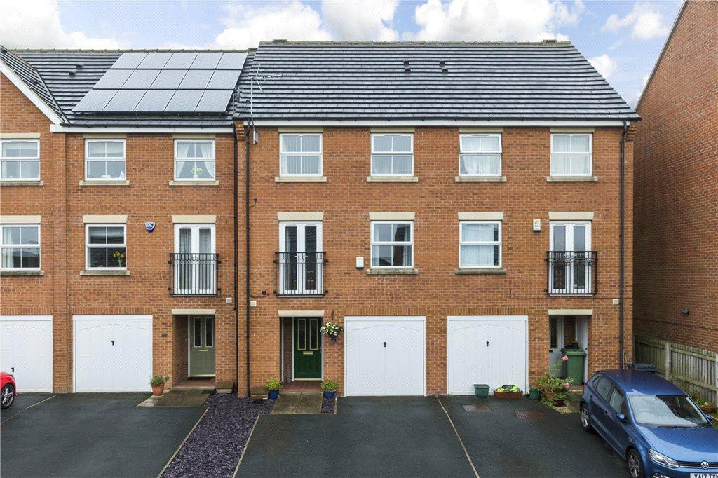 4 Bedrooms Terraced House for sale in Millbank, Yeadon, Leeds, West Yorkshire
