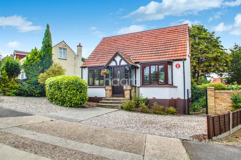 2 Bedrooms Detached House for sale in Highcliff Road, South Benfleet