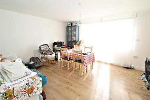 2 bedroom flat to rent - Iris Court, IG11