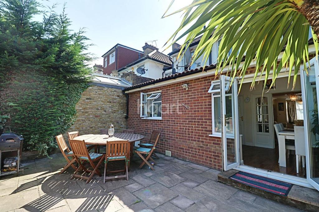 5 Bedrooms Semi Detached House for sale in The Greenway, London NW9