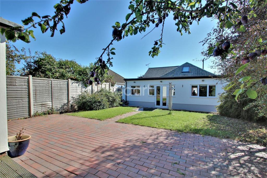 4 Bedrooms Bungalow for sale in Clacton-on-sea