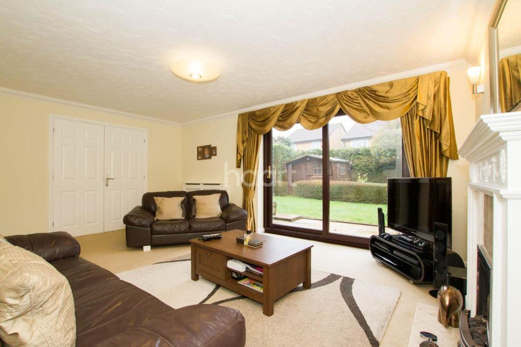 4 Bedrooms Detached House for sale in Stunning Family Home In Barton Hills