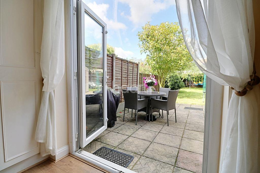 3 Bedrooms Semi Detached House for sale in Woodford Green, IG8
