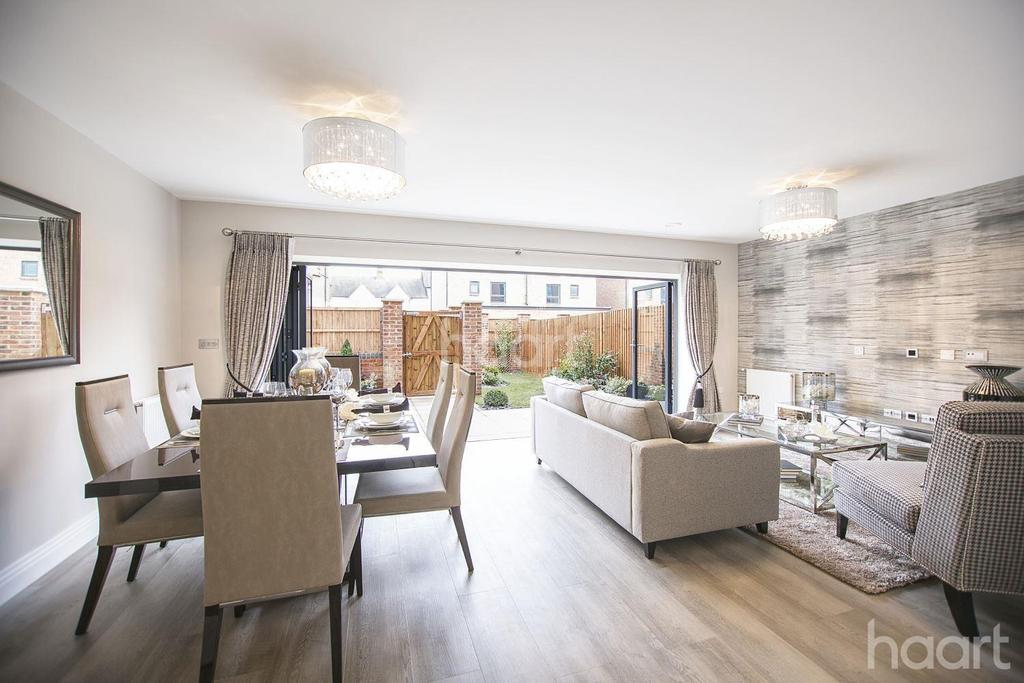 4 Bedrooms Terraced House for sale in Atherton Court, Stratford, London, E15