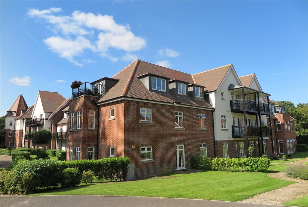 2 Bedrooms Flat for sale in Beacon Crescent, Tilford Road, Hindhead, Surrey, GU26