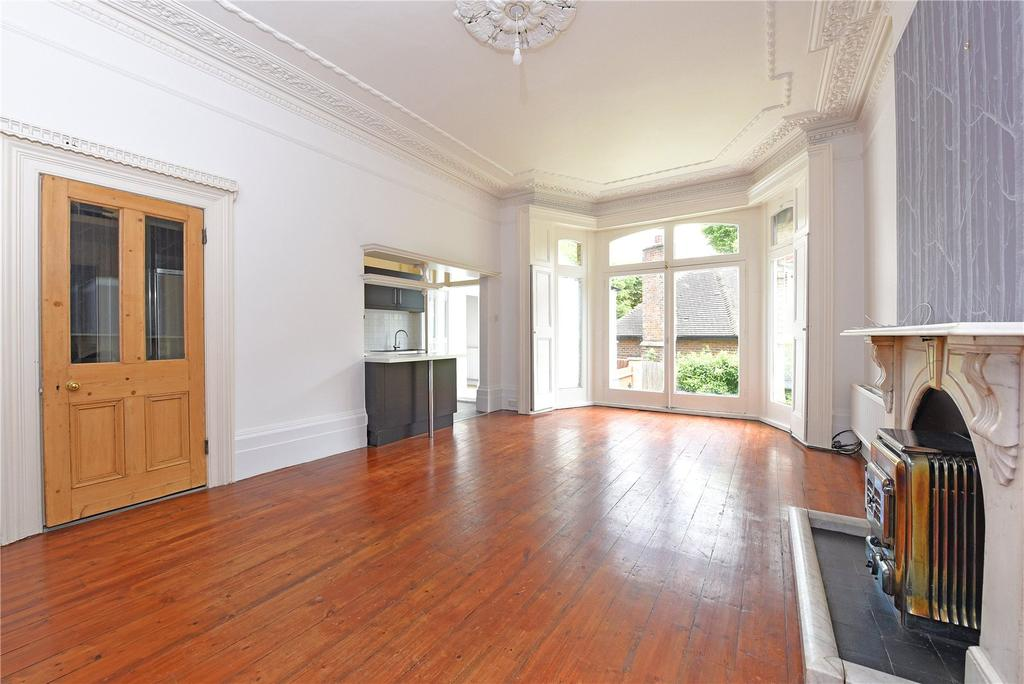 3 Bedrooms Maisonette Flat for sale in Gressenhall Road, Wandsworth, London, SW18