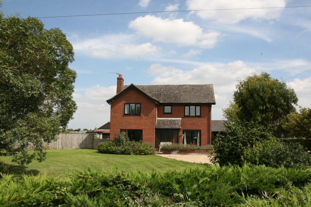 4 Bedrooms Detached House for sale in Wickham Market, Nr Woodbridge, Suffolk