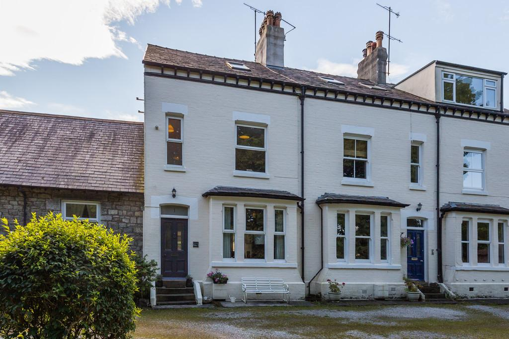 4 Bedrooms Terraced House for sale in 1 Beachmount, Redhills Road, Arnside, Cumbria, LA5 0AT