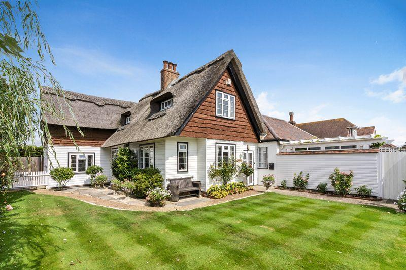 3 Bedrooms Detached House for sale in Florida Road, Ferring, West Sussex, BN12 5PE