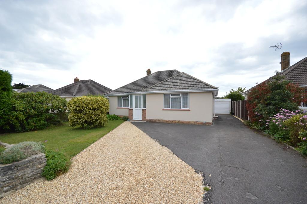 2 Bedrooms Detached Bungalow for sale in Arnolds Close, Barton on Sea