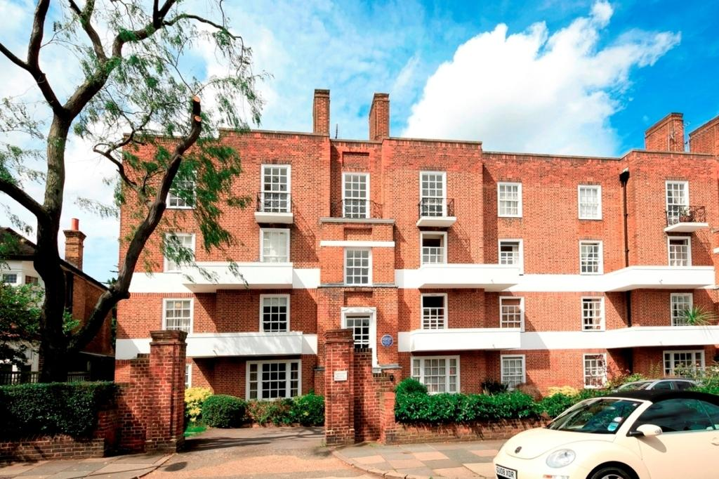 2 Bedrooms Flat for sale in Cedar Court, Sheen Lane