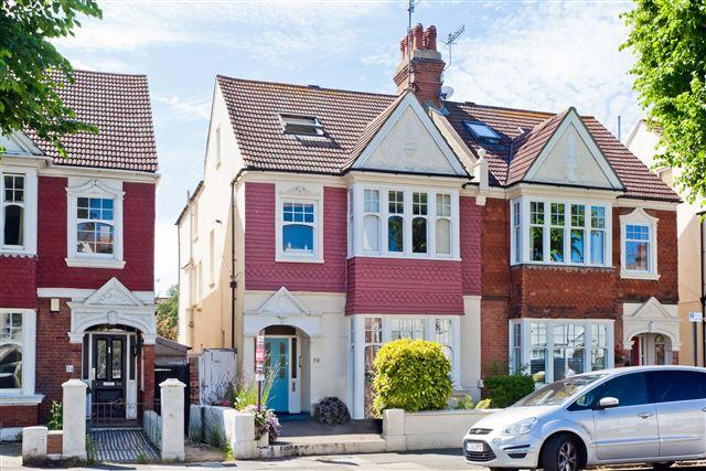2 Bedrooms Flat for sale in Rutland Gardens, Hove