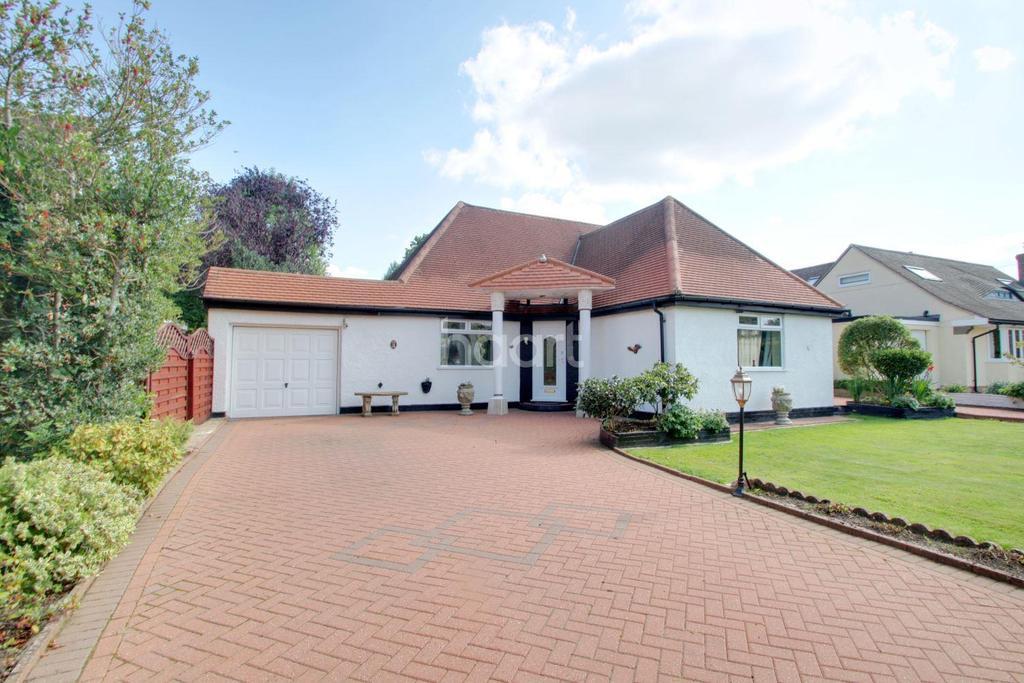 4 Bedrooms Bungalow for sale in Kearton Close, Kenley, CR8