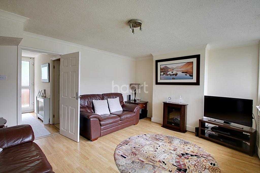 2 Bedrooms Flat for sale in Longheath Gardens, Croydon, CR0