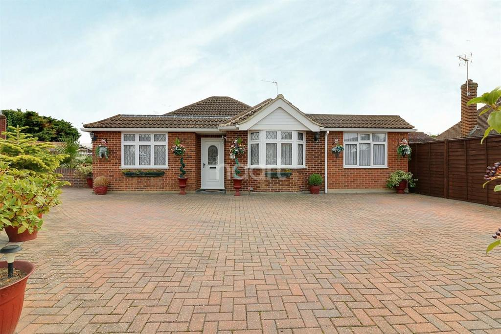 3 Bedrooms Bungalow for sale in Chertsey