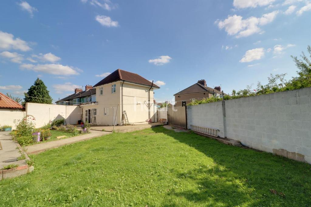 5 Bedrooms Semi Detached House for sale in South Hayes