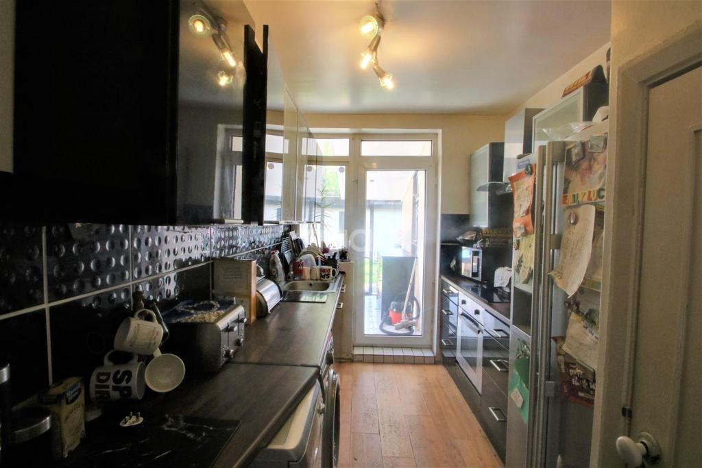 3 Bedrooms End Of Terrace House for sale in Long Readings Lane