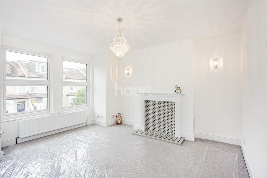 3 Bedrooms Maisonette Flat for sale in Hotham Road, SW19