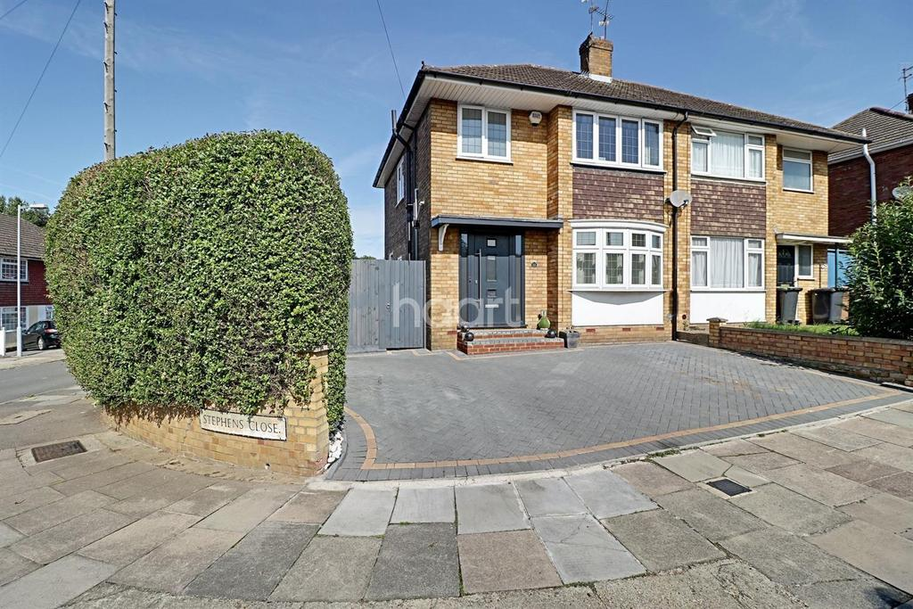 3 Bedrooms Semi Detached House for sale in Set On A Corner In Stopsley