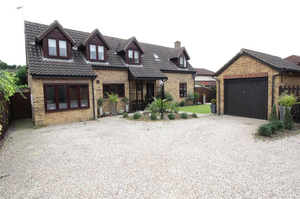 4 Bedrooms Detached House for sale in Maple Tree Lane, Langdon Hills, Essex, SS16