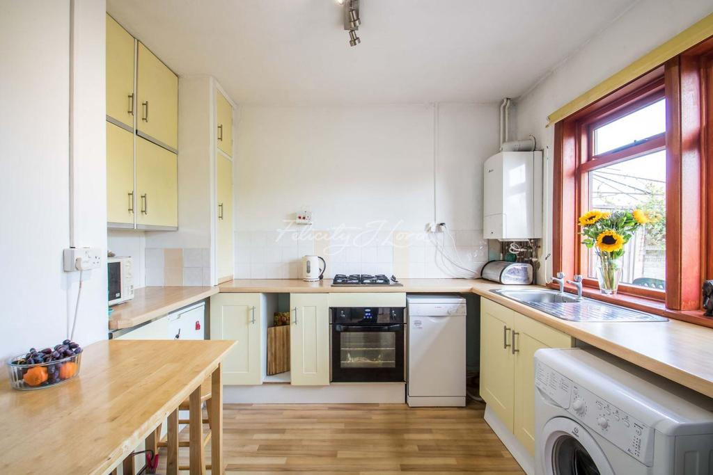 3 Bedrooms Semi Detached House for sale in Holburne Road, SE3