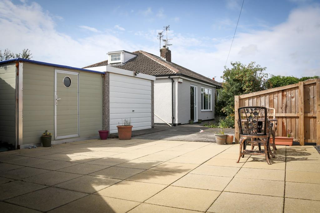 2 Bedrooms Semi Detached Bungalow for sale in Gateway Close