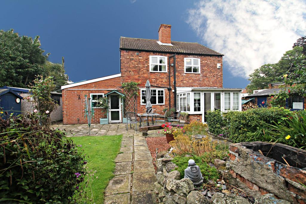 3 Bedrooms Cottage House for sale in Doncaster Road, Stainforth, Doncaster
