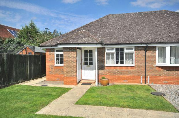1 Bedroom Semi Detached Bungalow for sale in Coniston Close, Woodley, Reading,