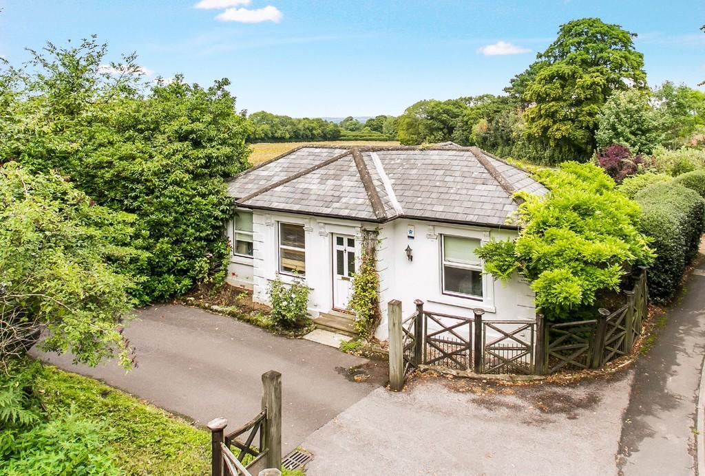 2 Bedrooms Detached Bungalow for sale in Speldhurst Road, Langton Green