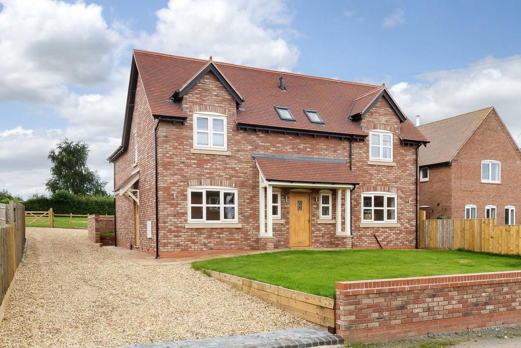 4 Bedrooms Detached House for sale in Hampton View , Witney Lane, SY14 8JJ