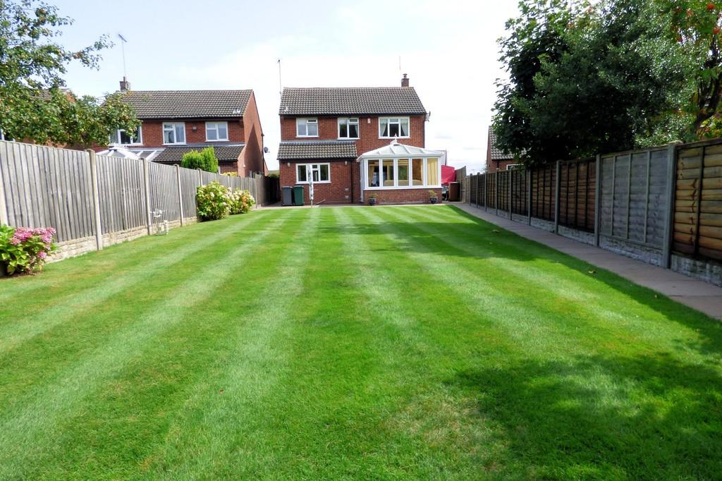 4 Bedrooms Detached House for sale in Sandcliffe Park, Midway
